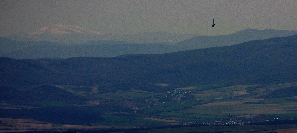 Absolútna fotografická výhľadová rarita - detail 180 km vzdialenej Štiavnice v masíve Ďumbiera. Slovenský vnútroštátny výhľadový rekord.