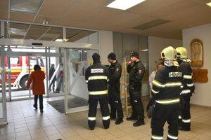 Časť košickej nemocnice evakuovali, niekto vystriekal slzný plyn