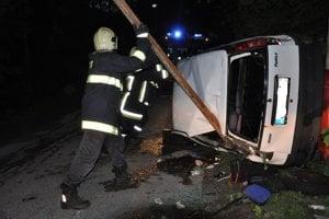 DOLNÝ KUBÍN, júl 2012. Za volant Fiatu Punto si sadla mladá Dolnokubínčanka, ktorá nemala vodičský preukaz. Išla rýchlo a prevrátené auto ju pritlačilo.