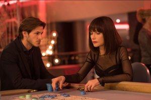 Gaspard Ulliel a Isabelle Huppert vo filme Eva.