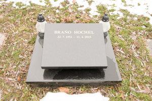 Hrob spisovateľa Braňa Hochela.