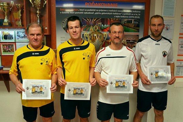 Víťazný tím v súťaži družstiev, vľavo najlepší jednotlivec Jozef Zeman z Interu Bratislava.