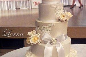 Ocenená svadobná torta.