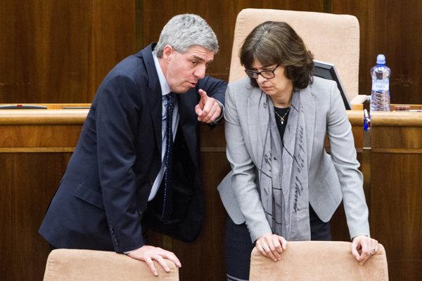 Predseda Mosta-Híd Béla Bugár koaličnú krízu vylučuje, hoci časť vlády nepodporila návrh Lucie Žitňanskej, ktorý bol aj v programovom vyhlásení vlády.