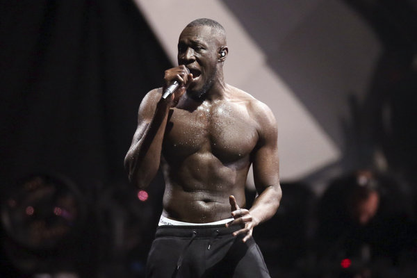 Stormzy na ceremoniáli cien Brit Awards.