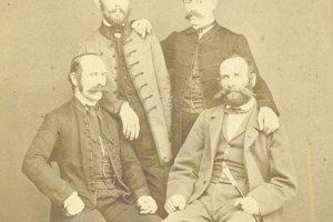 Daniel Neumann (vpravo dole), zapisovateľ kroniky, ktorý sa osobne poznal s Hurbanom.