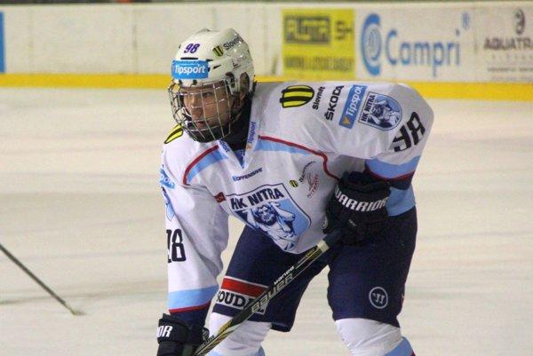 Sedemnásťročný Samuel Buček dostával priestor aj v prvom mužstve HK Nitra.