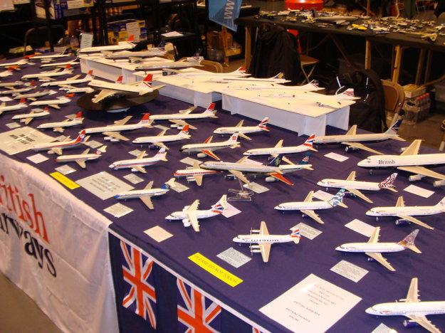 Lietadielka medzi modelármi letia.
