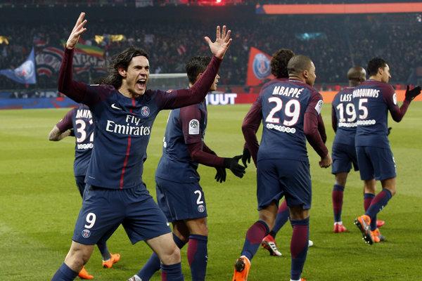 Edinson Cavani (vľavo) sa raduje z gólu.