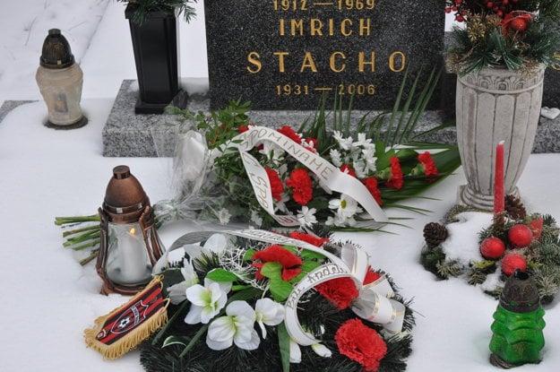 Predstavitelia FC Spartak Trnava a fanklubu Bili Andeli si uctili pamiatku legendárného brankára Imricha Stacha.