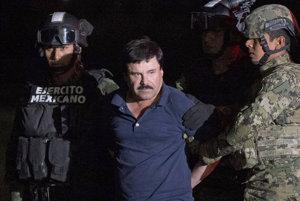 """Joaquin """"El Chapo"""" Guzman v rukách polície."""