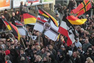 Účastníci protestu v Kolíne nad Rýnom.