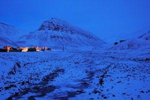 ILUSTRAČNÉ FOTO. Slnko nad Arktídou nevyjde ešte dvadsať dní. Teploty tu napriek tomu stúpajú.
