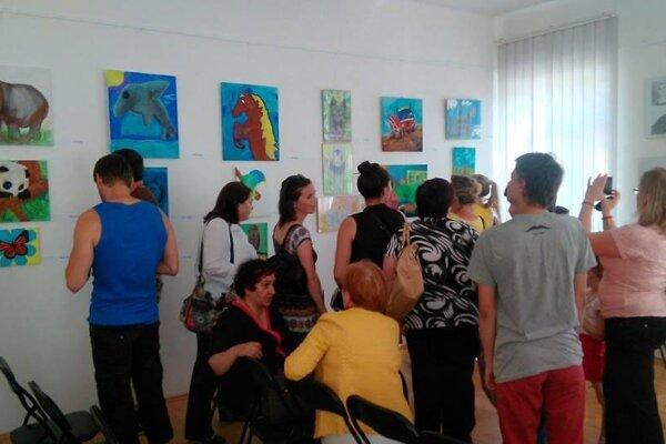 Detská tvorba je vyvstavená v handlovskej Karpaty Art Gallery.