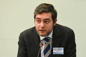 Giovanni Zagni je taliansky novinár. Šéfuje projektu Pagella Politica, ktorý v spolupráci s Facebookom overuje hoaxy.