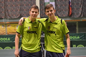 Samuel (vľavo) aRadovan Cyprichovci patria medzi najväčšie nádeje čadčianskeho stolného tenisu.