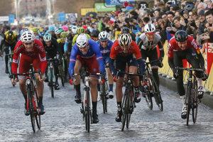 Francúzsky cyklista Arnaud Demare vyhral úvodnú nedeľňajšiu etapu 86. ročníka pretekov Paríž - Nice.