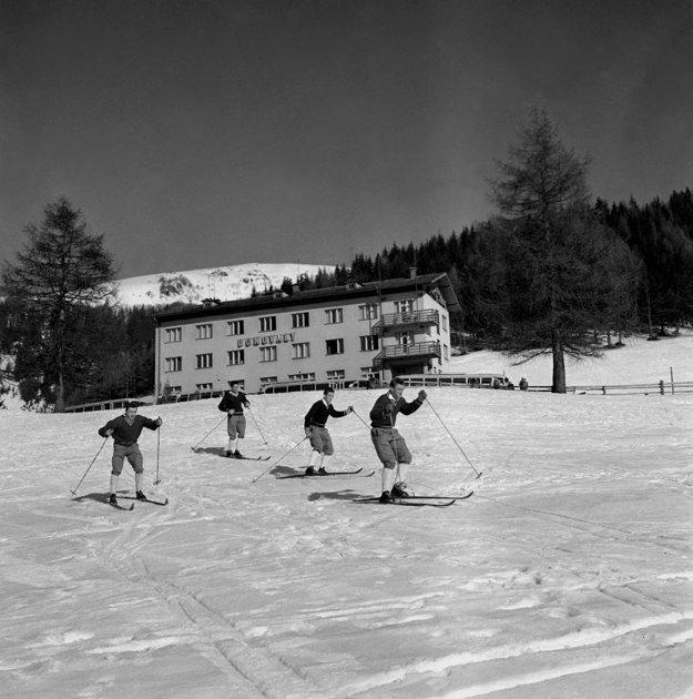 Donovaly. Lyžiari tu majú bohatý výber terénov súcich na zjazdy i preteky v alpských disciplínach.