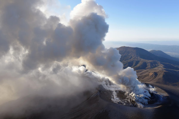 Japonská sopka Šinmoedake na ostrove Kjúšu.