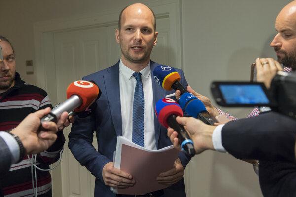 Predseda Osobitného kontrolného výboru NR SR na kontrolu činnosti SIS Gábor Grendel.