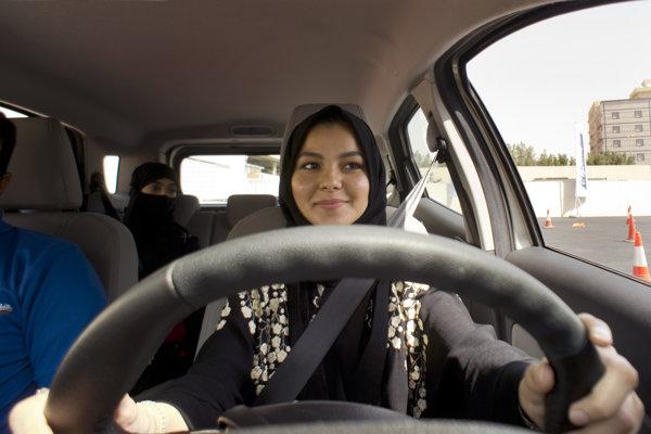 Saudskoarabské ženy už môžu šoférovať.