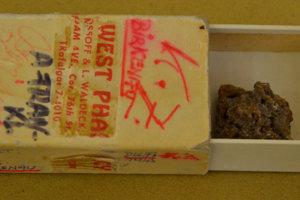 V zápalkovej škatuľke si Bratislavčan Adolf Frankl priniesol z Birkenau na pamiatku cm3 chleba.