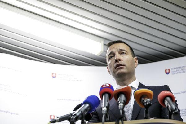 Minister zdravotníctva SR Tomáš Drucker (nominant Smer-SD) počas tlačovej konferencie 9. marca 2018.