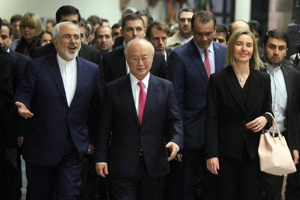 Zľava: Mohammad Džavád Zaríf, Jukija Amano, Federica Mogherini.