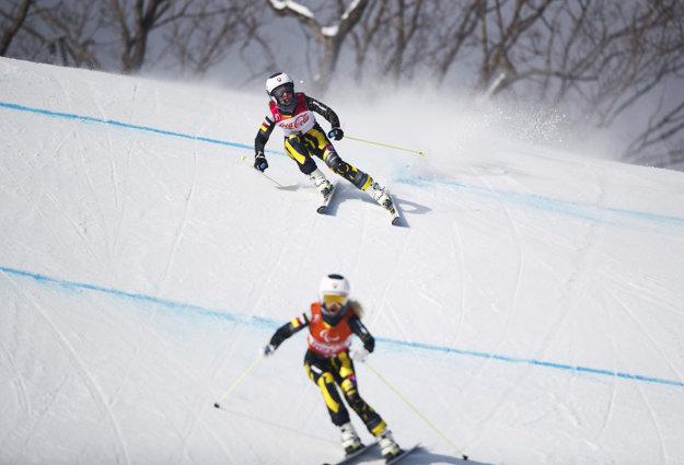 Henrieta Farkašová s Natáliou Šubrtovou počas pretekov.