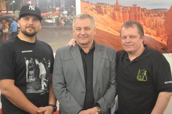 Fotografi z Karpatských obzorov. Tomáš (zľava) a Jozef Feiglovci a Peter Filakovský.