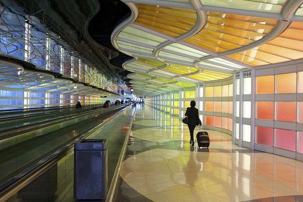 Lacnejšia ropa zlacňuje aj leteckú dopravu.