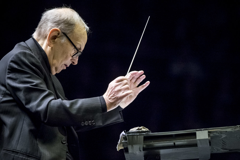 Hudobný skladateľ Ennio Morricone počas bratislavského koncertu.