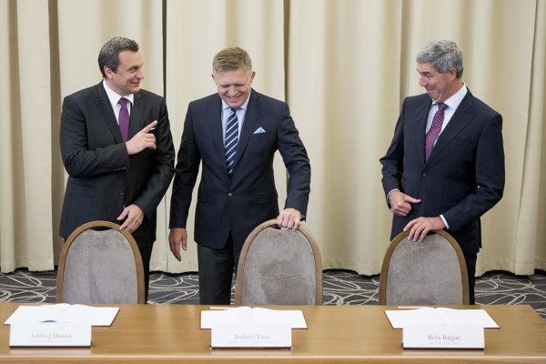 Zľava Andrej Danko, Robert Fico a Béla Bugár.