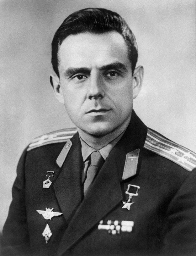 Letec kozmonaut Vladimir Komarov (1927 - 1967), prvý človek, ktorý zahynul pri návrate z vesmíru.