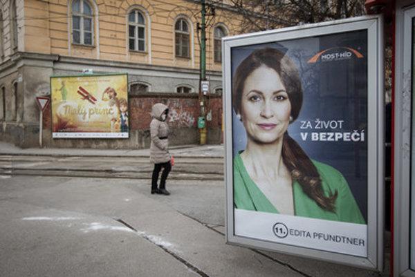 Poslankyňa za Most-Híd Edita Pfundtner zvolila slogan, ktorý pripomína Smer pri utečeneckej kríze