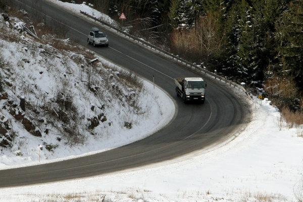 Čertovicu uzatvorili kvôli skríženým kamiónom.