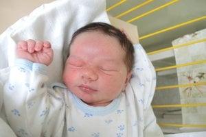 Elias Raved Goma Dallol (4370 g, 52 cm) sa narodil 7. marca Eve a Ravedovi z Trenčianskych Teplíc. Na bračeka sa doma teší Dalia (15) a Samir (6).
