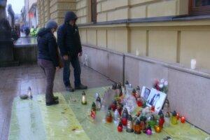 Martinčania si zapálením sviečok uctili pamiatku zavraždeného novinára Jána Kuciaka a jeho priateľky Martiny Kušnírovej.
