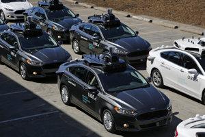 Ilustračné foto. Autonómne vozidlá Uberu počas mediálnej prehliadky v roku 2016.
