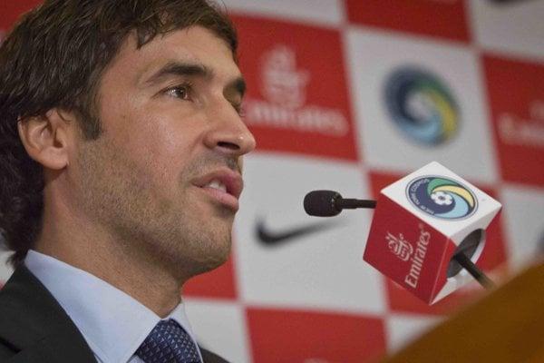Raúl Gonzalez Blanco odštartuje trénerskú kariéru.