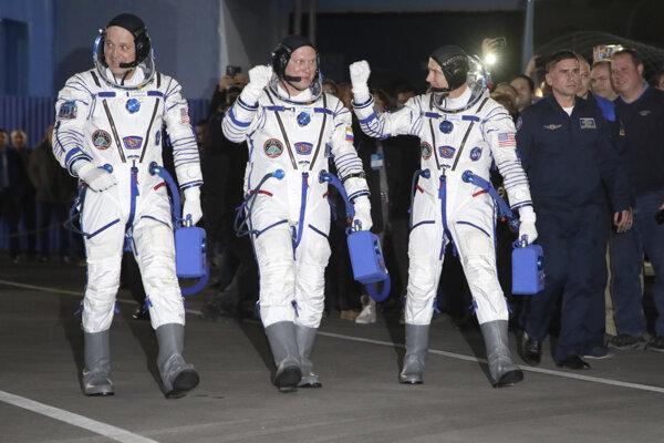 Oleg Artemjev, Richard Arnold, Andrew Feustel.