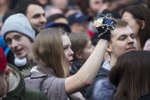 Mladí ľudia na proteste po smrti Jána Kuciaka v piatok 16. marca v Bratislave.