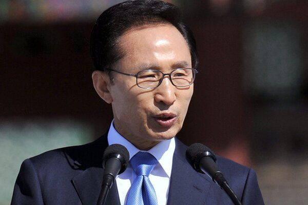 Zatkli juhokórejského exprezidenta I Mjong-baka, je obvinený z korupcie