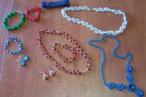 Výrobky z kurzu šperkov.