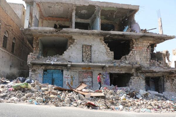 Zničené domy v jemenskom meste Taíz.