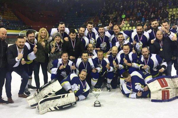 Humenská radosť po poslednom zápase sezóny na martinskom ľade.