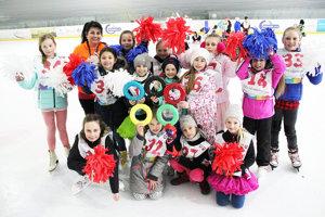 Olympijské hry otvárali malé mažoretky na korčuliach. Víťazné hokejové družstvo.
