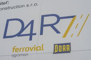 Informačná tabuľa o výstavbe nultého obchvatu a ciest D4 a R7 vo vinohradoch medzi Rača a Svätým Jurom.