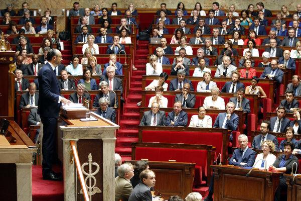 Národné zhromaždenie má v súčasnosti 577 poslancov.