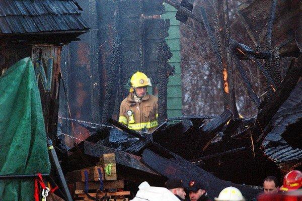 Zábavná pyrotechnika spôsobila aj požiar v nočnom klube v Bukurešti, ktorý si vyžiadal 31 ľudských životov.